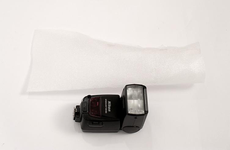 Blitz und Schaumstofffolie - weiches Licht für den Aufsteckblitz einer Kamera