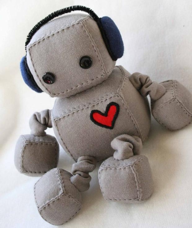 Roboter Stofftier mit Kopfhörern von Littlebrownbyrd bei etsy