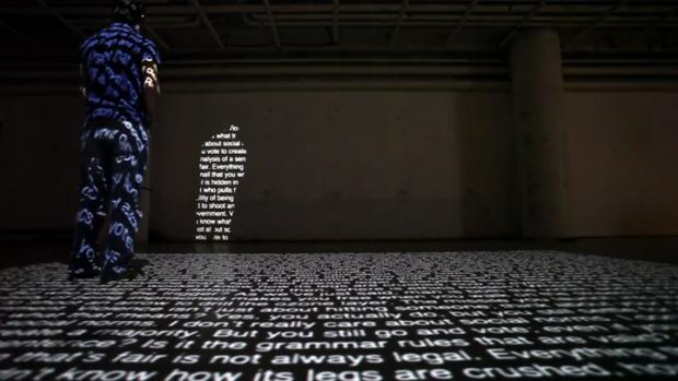 Interaktive Schatten aus Wörtern von Nota Bene
