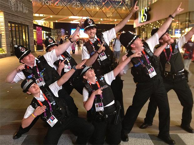 Gruß von englischen Polizisten an Usain Bolt