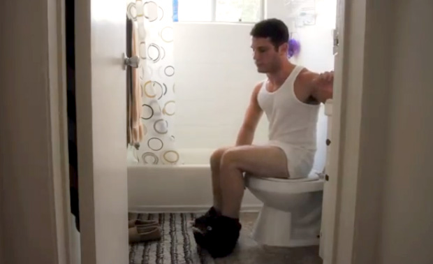 Facebook Commercial Toilette Parodie