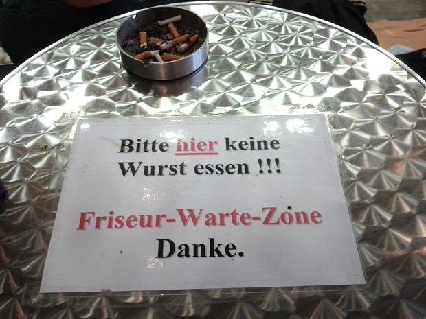 Bitte hier keine Wurst essen!
