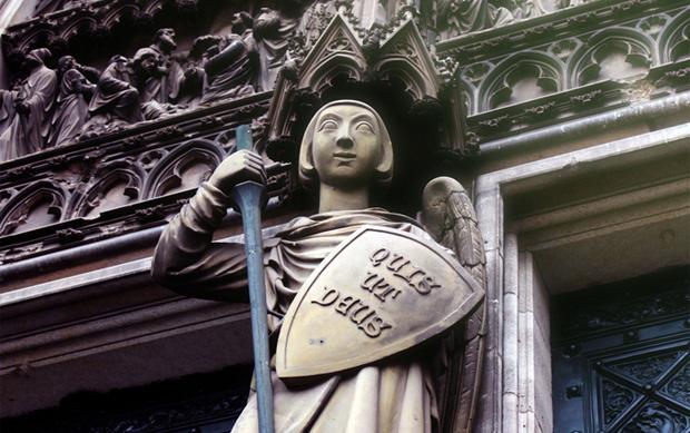 Erzengel Michael mit Quis ut deus Schild am Kölner Dom