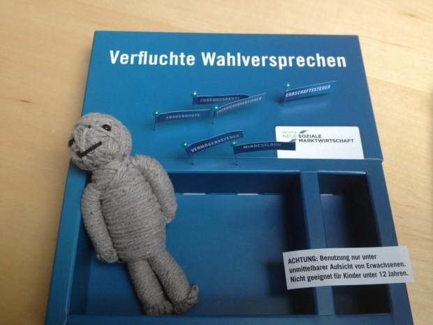 Voodoo Puppe von der Initiative Neue Soziale Marktwirtschaft an Politiker verschickt