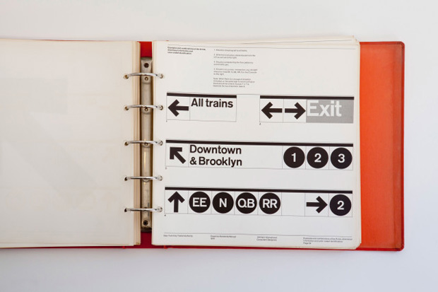 New York City Transit Authority Graphics Standards Manual - 1970 erstellt von Unimark international (Designer: Massimo Vignelli)