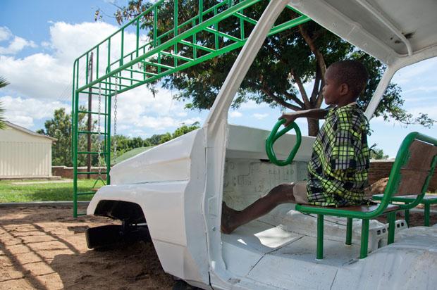 Ausgebauter Krankenwagen für die Kinder