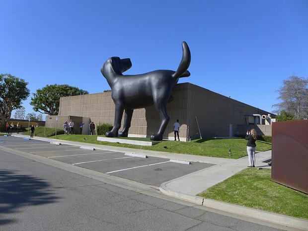 """Bad Dog """"Retrospektive Richard Jackson"""" - Courtesy of Manitoba Museum of Finds Art"""