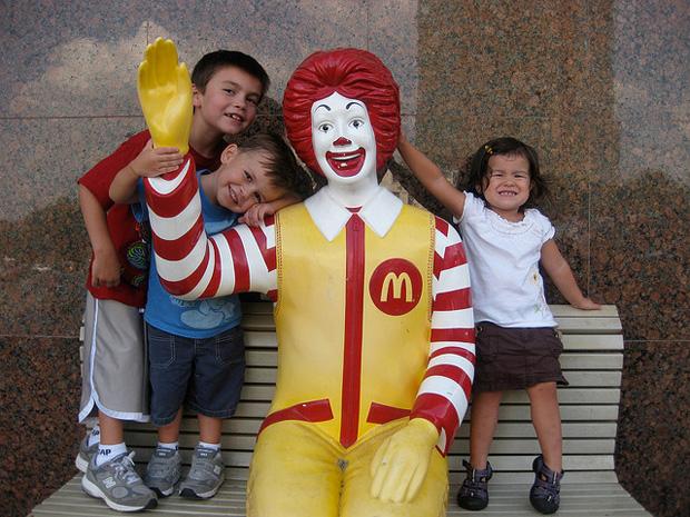 Der kleine liebe Ronald McDonald gefällt denn Kindern so gut