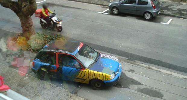 "Angemaltes Auto in Paderborn mit ""D"" Aufkleber - Nissan Micra"