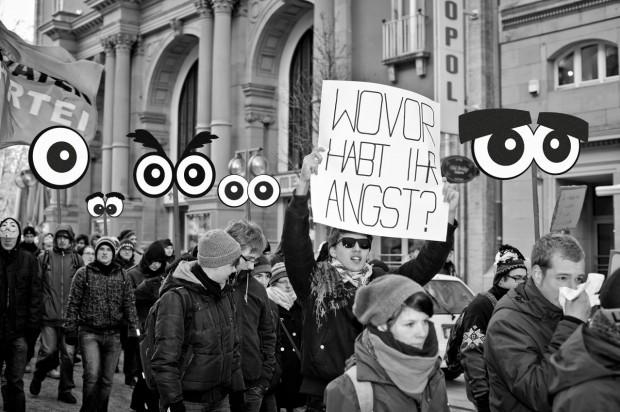 Augenpaare für Demo-Plakate zum Download - das Foto entstand während der Acta Demo in Stuttgart 2012