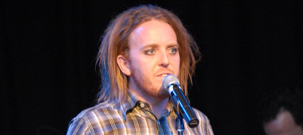 Tim Minchin singt