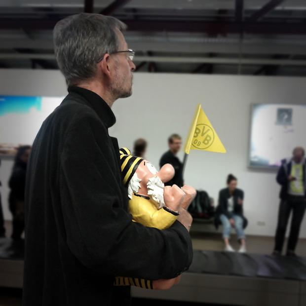 BVB Fan Gast am Berliner Flughafen