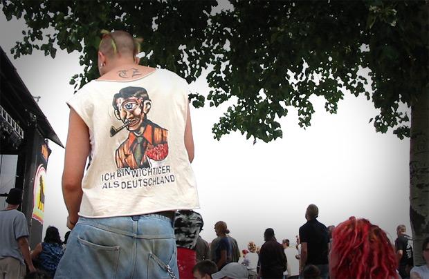 """Shirt """"Ich bin wichtiger als Deutschland"""""""