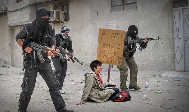 Margot Käßmann veranstaltet eine friedliche Demonstration und Sitzblockade gegen den IS in der syrischen Grenzstadt Kobane