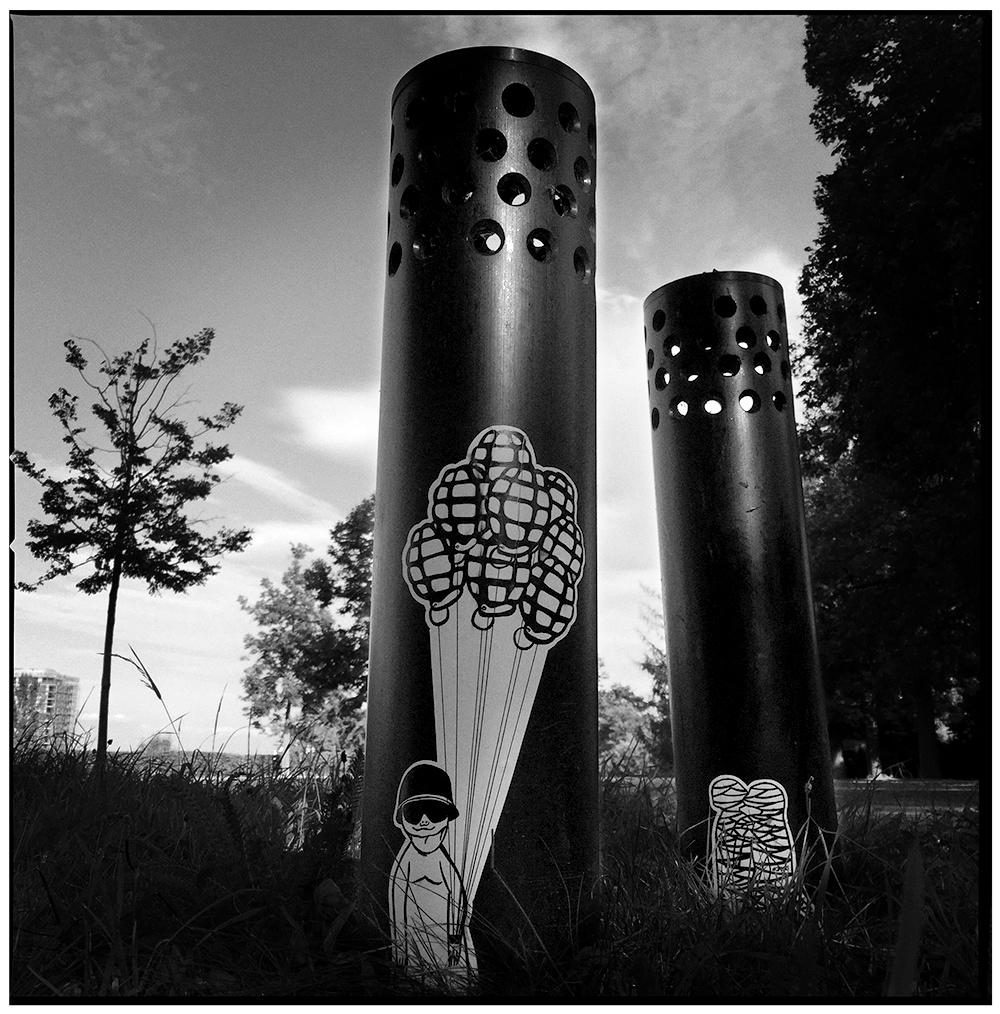 streetart jayus verletzte erdmaennchen sticker stuttgart